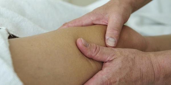 sportmassage van overbelaste knie