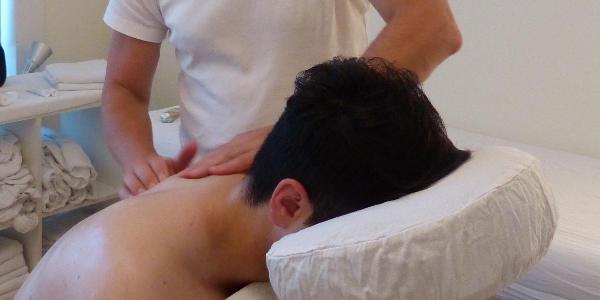 massage van pijnlijke schouder